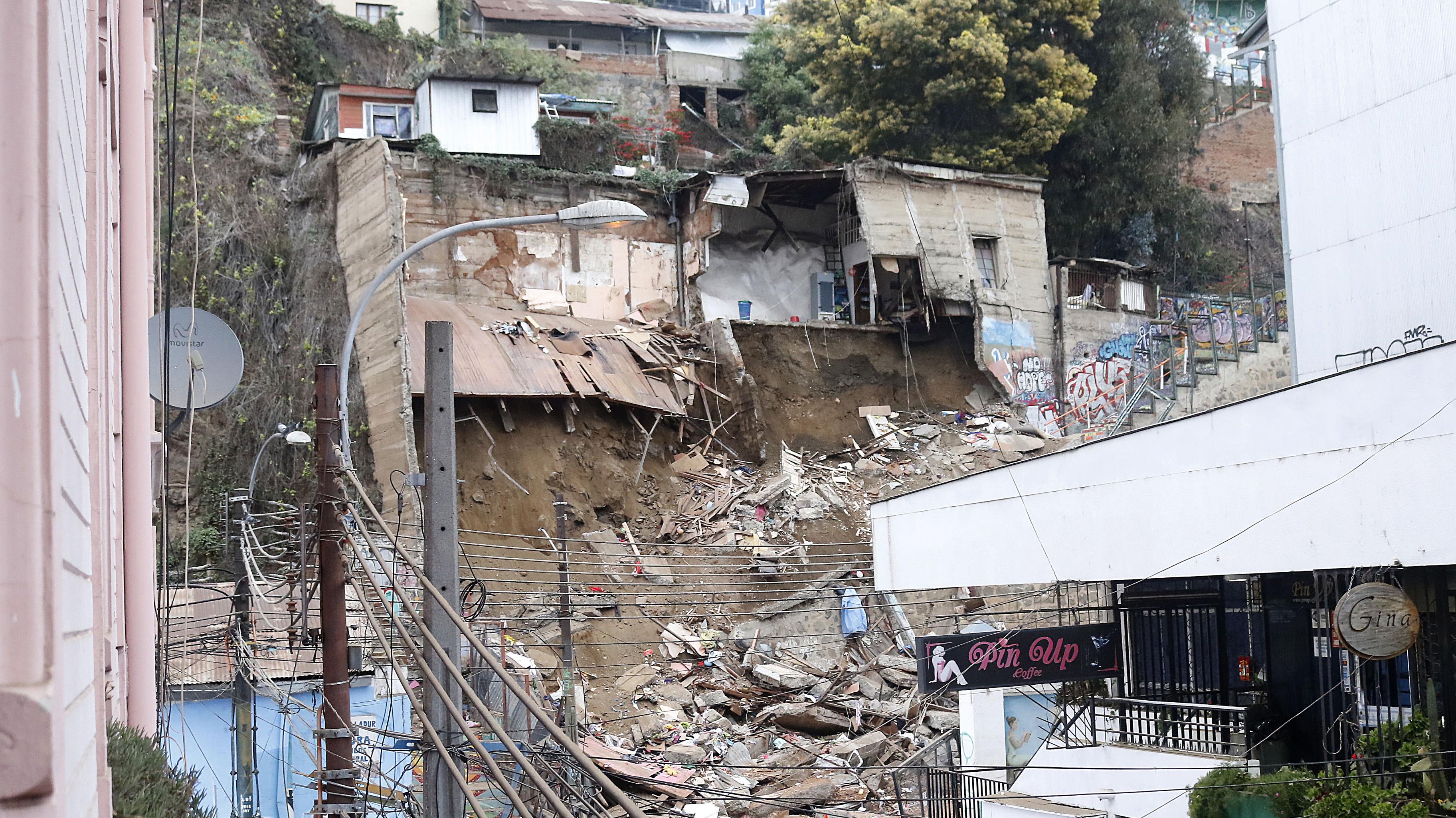 """Sharp por derrumbe: """"Ni el muro ni la casa estaban con decreto de demolición"""""""