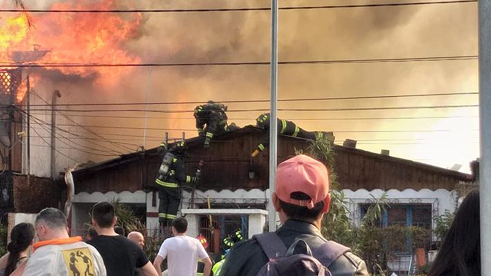 Incendio consumió siete casas y puso en riesgo un Cesfam en Pedro Aguirre Cerda