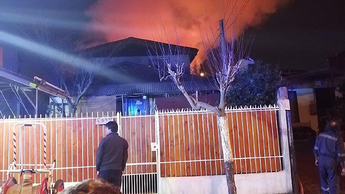 Incendio consume completamente seis casas en Peñalolén: Hay cuatro personas desaparecidas