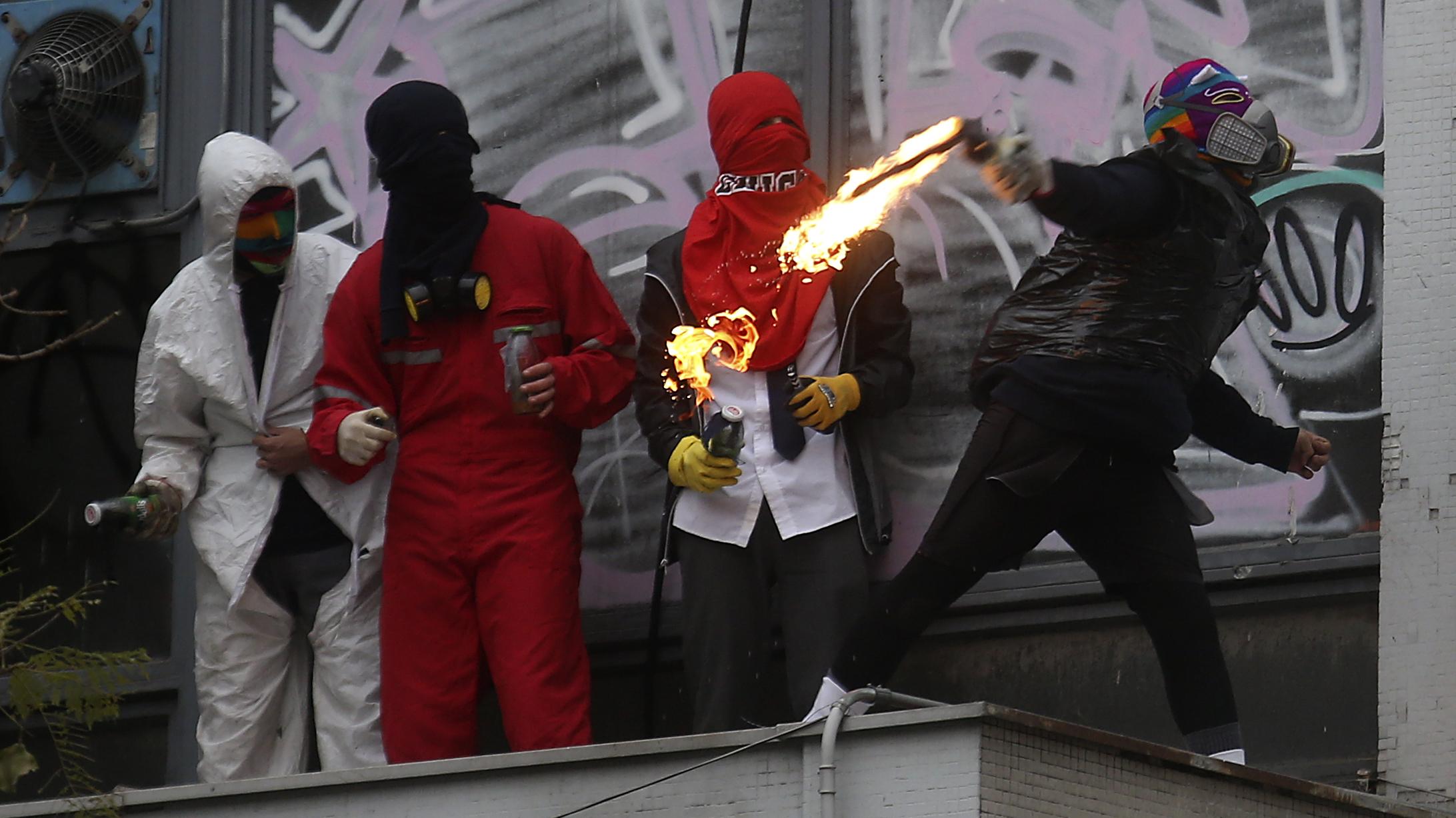 Manifestantes con overoles generan disturbios en el inicio de la solicitud de identificación a alumnos del I. Nacional