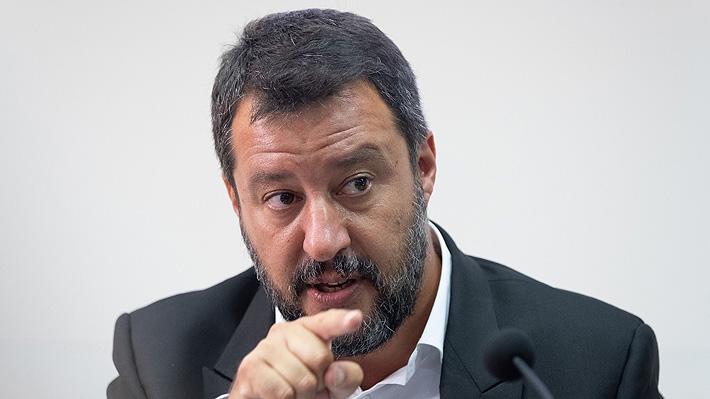 Ministro del Interior italiano mantiene su rechazo al desembarco de buque con migrantes