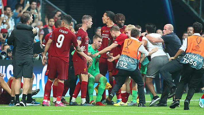 Video: Arquero héroe con el Liverpool en la Supercopa de Europa se lesionó tras choque con hincha