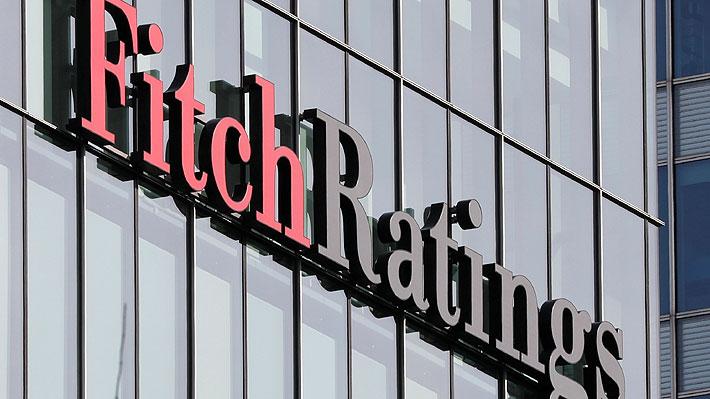 Clasificadora de riesgo Fitch degrada nota de deuda Argentina y advierte riesgo de default