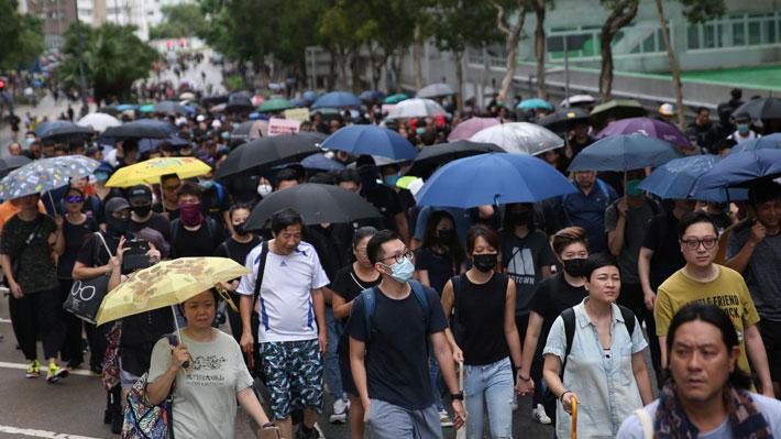 Profesores marchan en Hong Kong en apoyo a manifestaciones prodemocráticas