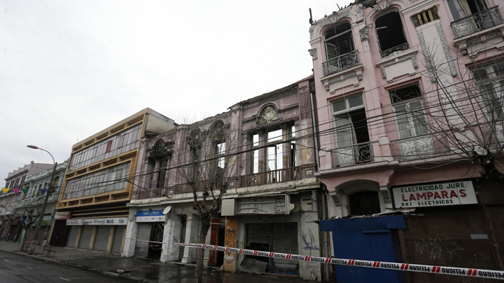 """Autoridades apuntan a un posible """"sobreconsumo"""" eléctrico como causa del incendio en Valparaíso"""