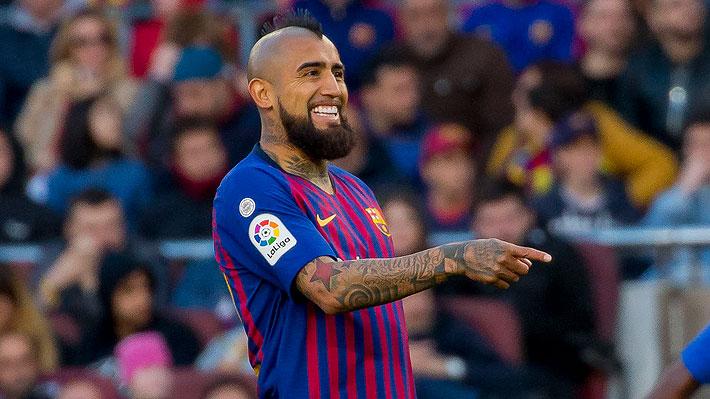 Quieren que se quede: Hinchas del Barcelona prefieren que parta Rakitic antes que Vidal