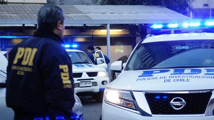 Detienen a hombre acusado de apuñalar a su hijo de 45 años en la comuna de La Cisterna