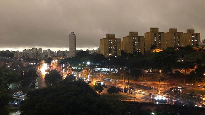 """""""El día se volvió noche"""": Sao Paulo se oscurece a las tres de la tarde y fenómeno genera debate en Brasil"""
