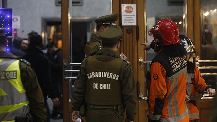 Siete personas resultan lesionadas tras caída de dos ascensores en Santiago centro