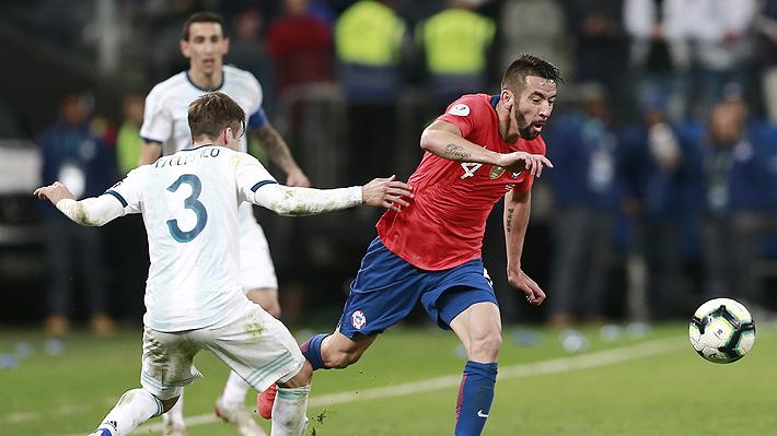 Mauricio Isla se lesiona y le genera un problema a Reinaldo Rueda en la selección chilena