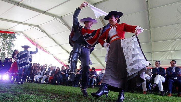 ¿Efectivo o gift card?: Las cifras de los aguinaldos de Fiestas Patrias en Chile