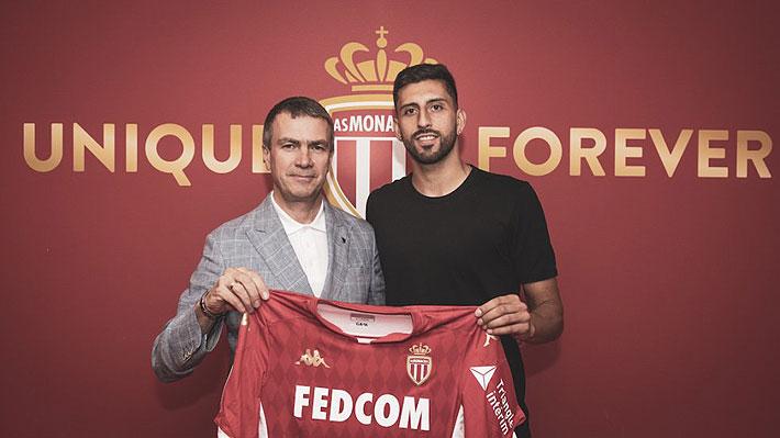 Ya es oficial: Guillermo Maripán firmó con el Mónaco y ya posó con la camiseta de su nuevo equipo