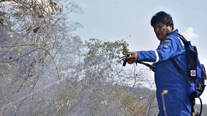 Bolivia: Evo Morales se sumó a voluntarios y colaboró en extinción de incendios en Santa Cruz