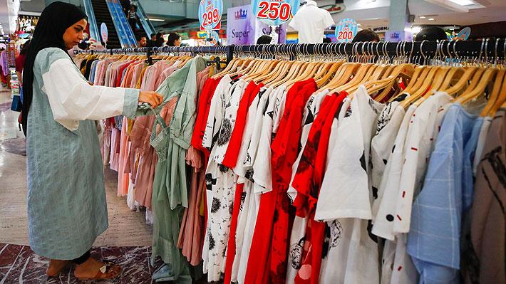 """""""Köpskam"""" o """"vergüenza de comprar"""", la última tendencia para cuidar el medio ambiente que apunta a la industria de la moda"""