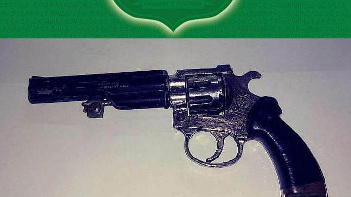 Detienen a escolar de 17 años por porte de arma en establecimiento de Temuco