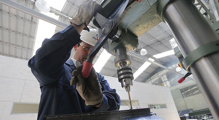 Sectores económicos: Producción industrial levanta con fuerza en julio y anota su mejor registro en 13 meses