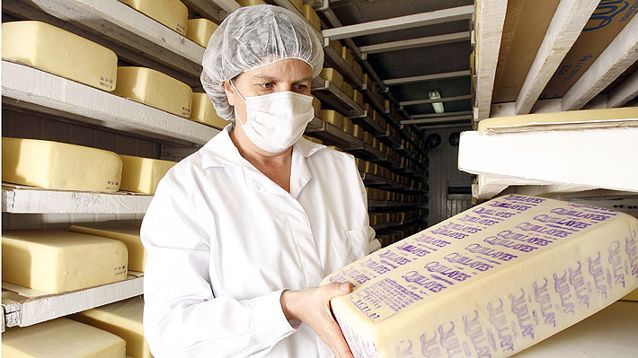 Empresas Quillayes y Surlat firman acuerdo de fusión para operar en conjunto en el mercado chileno