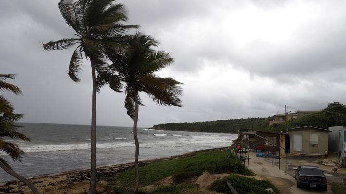 Autoridades advierten que huracán Dorian se fortalece y sube a categoría 4 en su camino amenazante a Florida