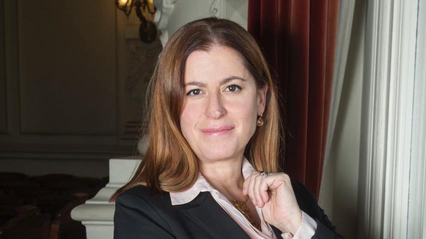 ¿Quién es Carmen Gloria Larenas, la primera mujer en asumir como directora general del Teatro Municipal de Santiago?