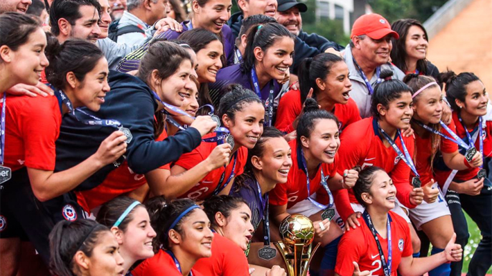 """Video: La celebración de la """"Roja"""" femenina y el último penal que les dio el título ante Brasil en torneo internacional"""