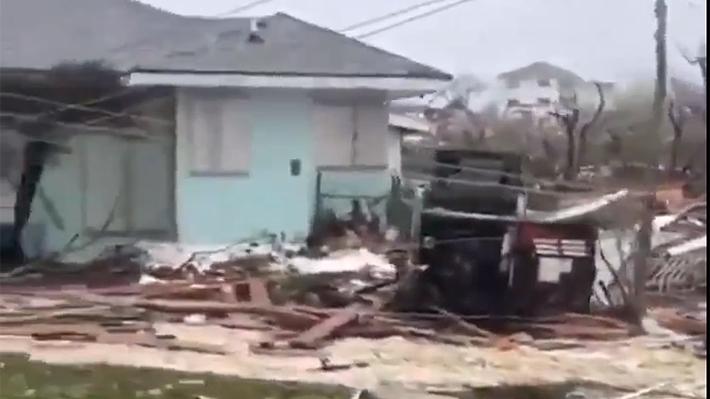 Poderoso huracán Dorian golpea Bahamas y causa estragos en su rumbo hacia Estados Unidos