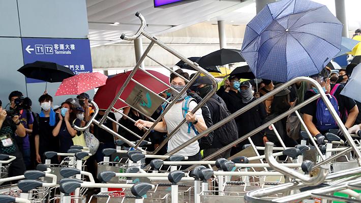 Manifestastes realizan nuevas protestas en el metro de Hong Kong y hacen llamado a una huelga general