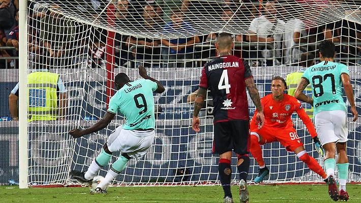 """Compañero de Alexis en el Inter sufrió insultos racistas ante el Cagliari y su DT dice que """"en Italia falta más educación"""""""