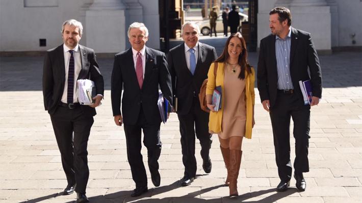 """La Moneda reitera que el TC es opción para detener proyecto de """"40 horas"""": """"Tenemos convicción que es inconstitucional"""""""