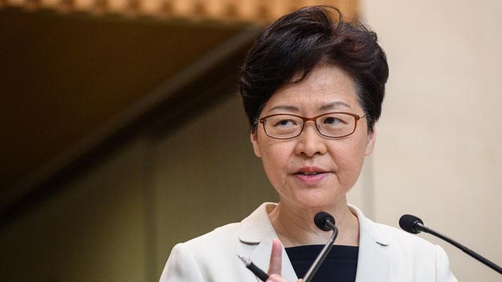 Jefa de Gobierno de Hong Kong niega que haya pensado en renunciar tras filtración de audios