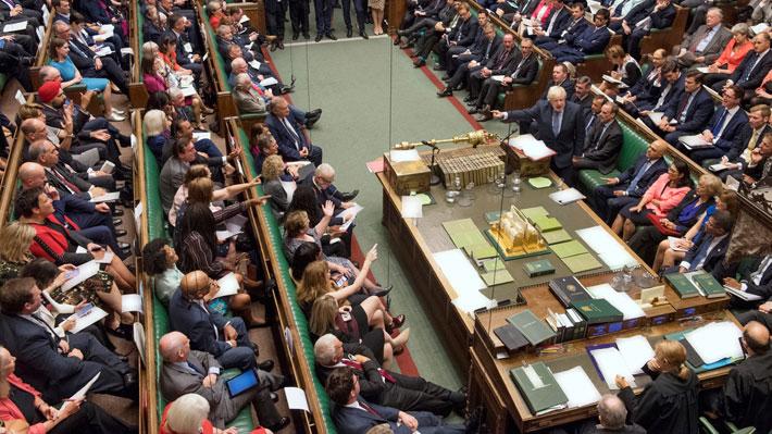 """Parlamento británico aprobó en una primera lectura ley que impide un Brexit """"duro"""""""
