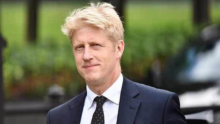 """Hermano de Boris Johnson renuncia al gobierno y parlamento por conflicto entre """"lealtad familiar"""" e """"interés nacional"""""""