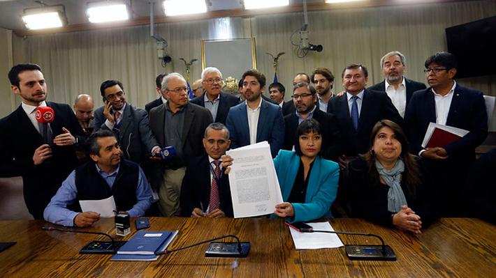 Oposición ingresa formalmente acusación constitucional contra Cubillos: Será notificada el martes
