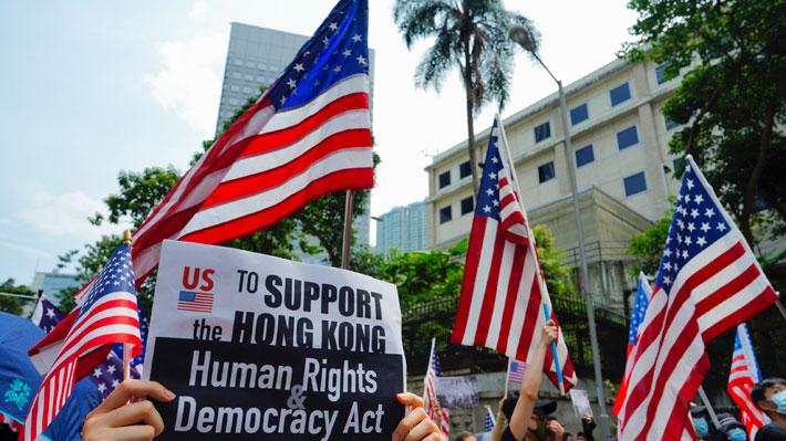 """Miles de manifestantes de Hong Kong piden a Trump que """"libere"""" a la ciudad china"""