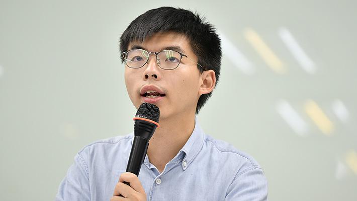 """Líder de protestas en Hong Kong responde a críticas de China por su reunión con Bellolio: """"El embajador mintió a los chilenos"""""""