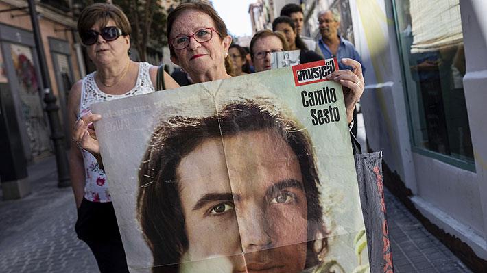 Fotos: Admiradores hacen largas filas para entrar a la capilla ardiente y despedirse de Camilo Sesto