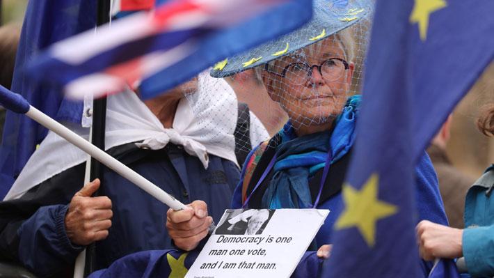 Reina Isabel II promulga la ley para bloquear un Brexit sin acuerdo el 31 de octubre