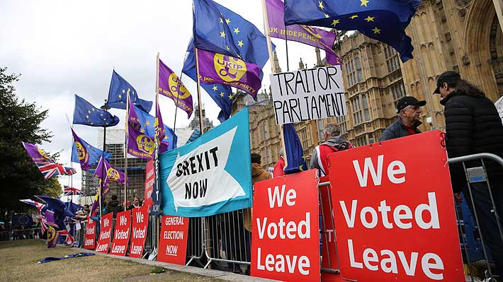Oposición británica protesta por suspensión del Parlamento hasta el 14 de octubre