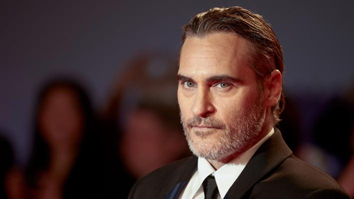 Joaquin Phoenix dedicó emotivo discurso a su fallecido hermano River, quien alcanzó una prometedora carrera en Hollywood