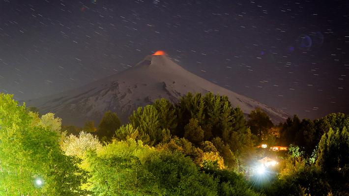 """Alcalde de Pucón por alerta naranja del Villarrica: """"La actitud del volcán todavía no es alarmante"""""""