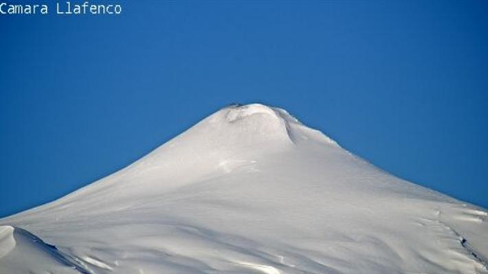 """Video: Autoridades sobrevuelan el volcán Villarrica y afirman que """"está con menos actividad"""""""