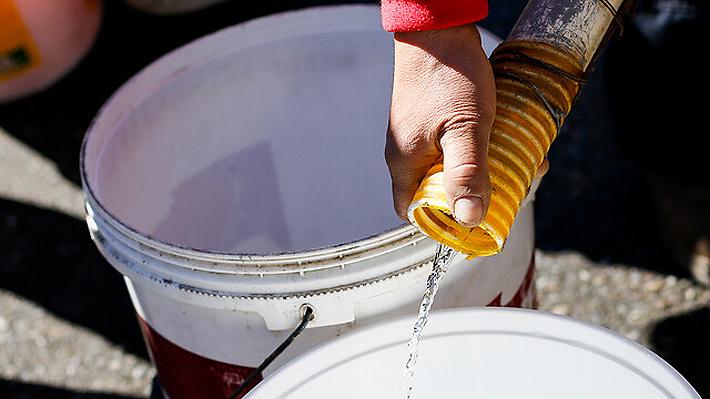 Autoridades aseguran que corte de agua potable en Puerto Octay se mantendrá por 48 horas tras episodio de contaminación