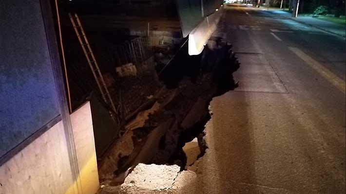 """Concesionaria atribuye a lluvias y """"mal estado del pavimento"""" el socavón en Vespucio"""