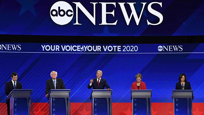 Enfrentamiento en atención médica e inmigración marcan debate demócrata de precandidatos estadounidenses