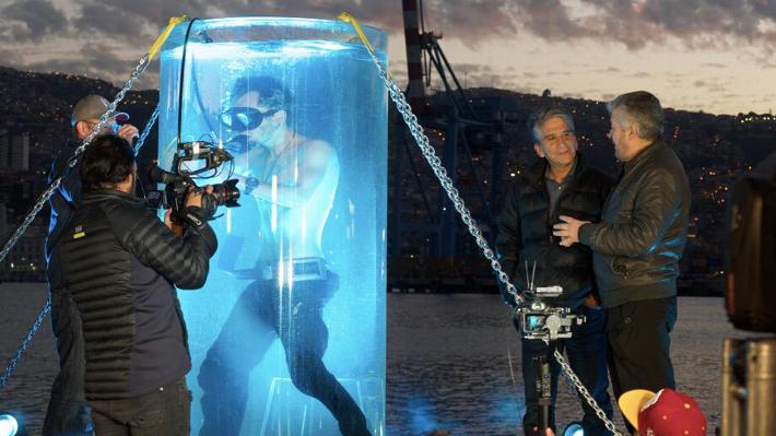 """Mago chileno bate récord mundial de apnea con aire comprimido en el capítulo final de """"Ver para creer"""""""