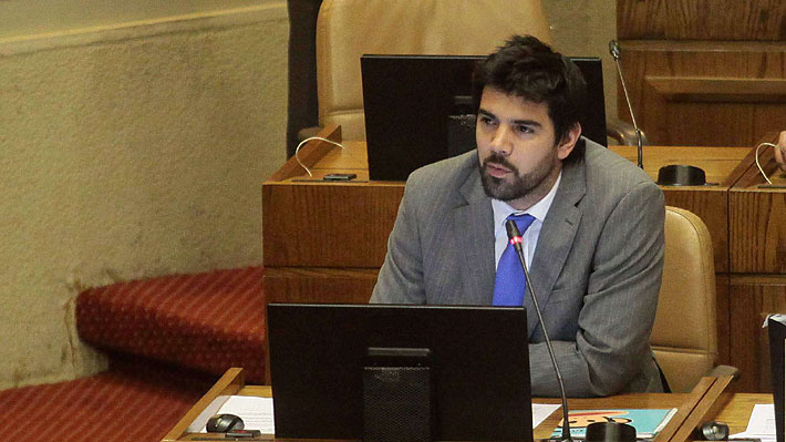 El apoyo y rechazo al diputado Lavín tras sus explicaciones por su alto número de atrasos en el Congreso
