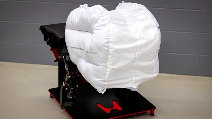 Mira cómo funciona la nueva generación de airbag: Son envolventes y más seguros