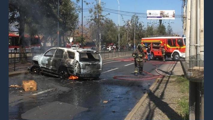 Asalto frustrado a sucursal bancaria en La Florida termina con dos vehículos quemados
