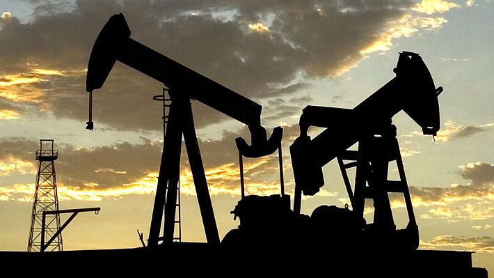Fuerte subida del petróleo tras ataque a planta en Arabia Saudita: ¿Cómo y cuánto afectará a los combustibles en Chile?