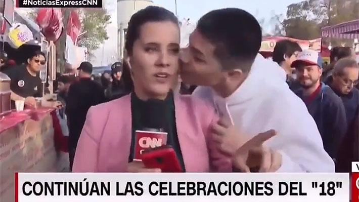 """Periodista sufre acoso en despacho en vivo desde las fondas: """"Son situaciones muy desagradables"""""""