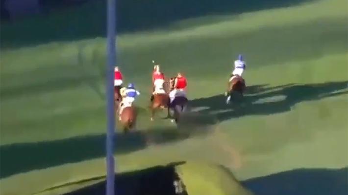 """Grave accidente en """"carrera a la chilena"""" deja tres caballos muertos y tres jinetes lesionados en el Club Hípico"""
